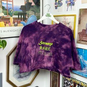 Vintage Strange Rare Peculiar Cropped T-Shirt